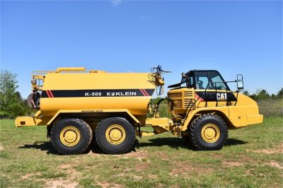 USED 2009 CATERPILLAR 725 WATER TRUCK #2260-21