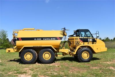 USED 2009 CATERPILLAR 725 WATER TRUCK #2260-22