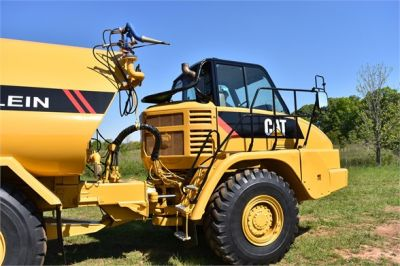 USED 2009 CATERPILLAR 725 WATER TRUCK #2260-26