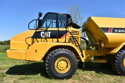 USED 2009 CATERPILLAR 725 WATER TRUCK #2260-27