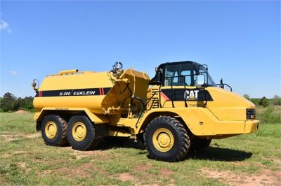 USED 2009 CATERPILLAR 725 WATER TRUCK #2260-3