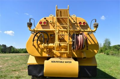 USED 2009 CATERPILLAR 725 WATER TRUCK #2260-32