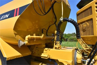 USED 2009 CATERPILLAR 725 WATER TRUCK #2260-48