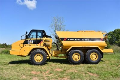 USED 2009 CATERPILLAR 725 WATER TRUCK #2260-5