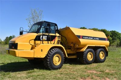 USED 2009 CATERPILLAR 725 WATER TRUCK #2260-8