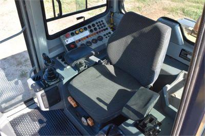 USED 2005 DEERE 655C CRAWLER LOADER EQUIPMENT #2368-37