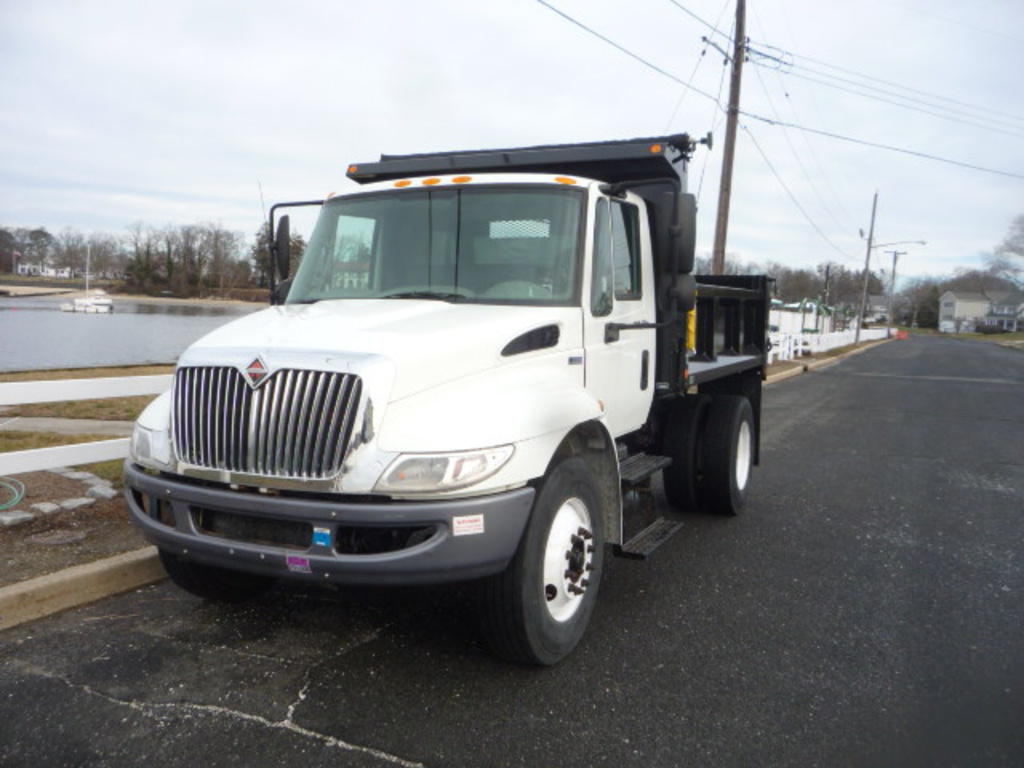 USED 2012 INTERNATIONAL 4300 DUMP TRUCK #11121
