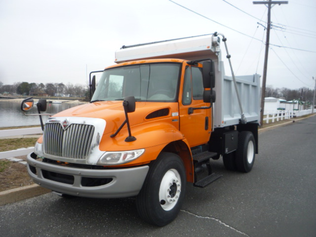 USED 2011 INTERNATIONAL 4300 DUMP TRUCK #11125
