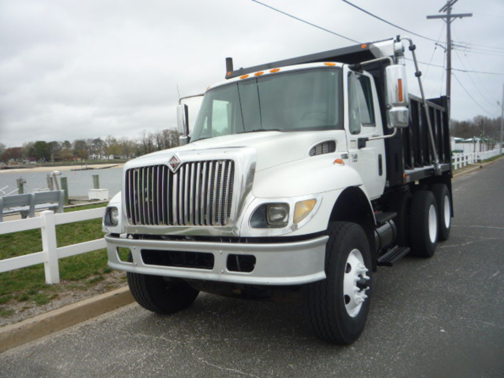 USED 2005 INTERNATIONAL 7400 6X4 DUMP TRUCK #11161