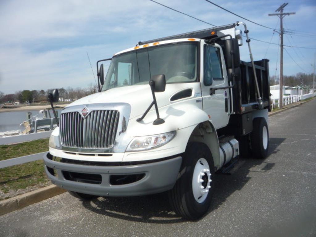 USED 2010 INTERNATIONAL 4400 DUMP TRUCK #11164