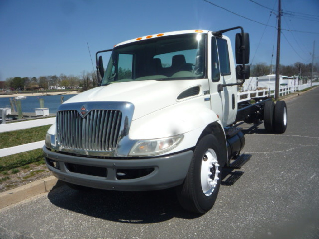 2008 INTERNATIONAL 4300 Cab Chassis Truck