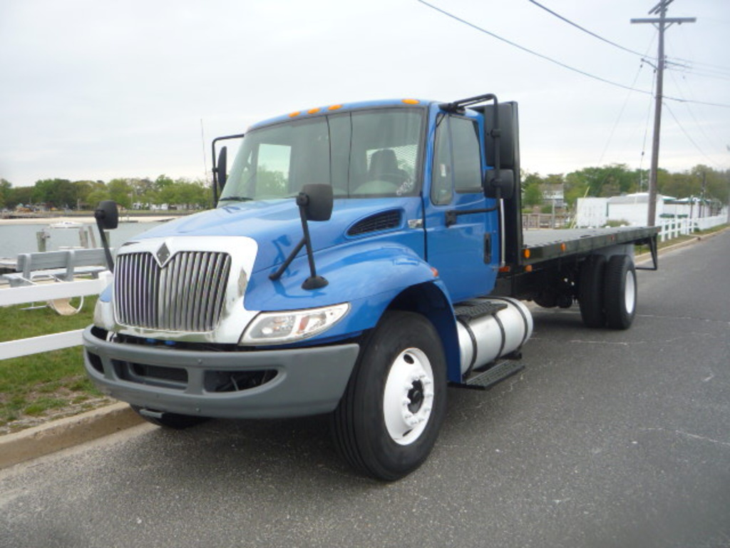 2010 INTERNATIONAL 4300 Flatbed Truck