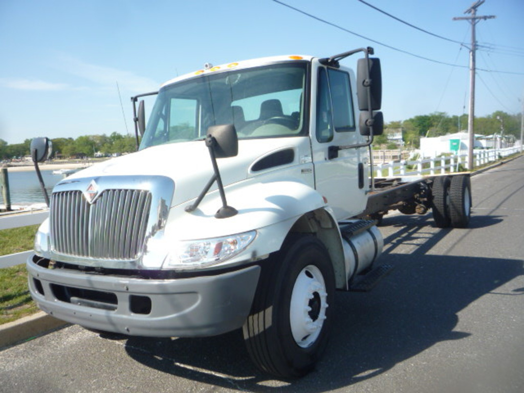 2010 INTERNATIONAL 4300 Cab Chassis Truck