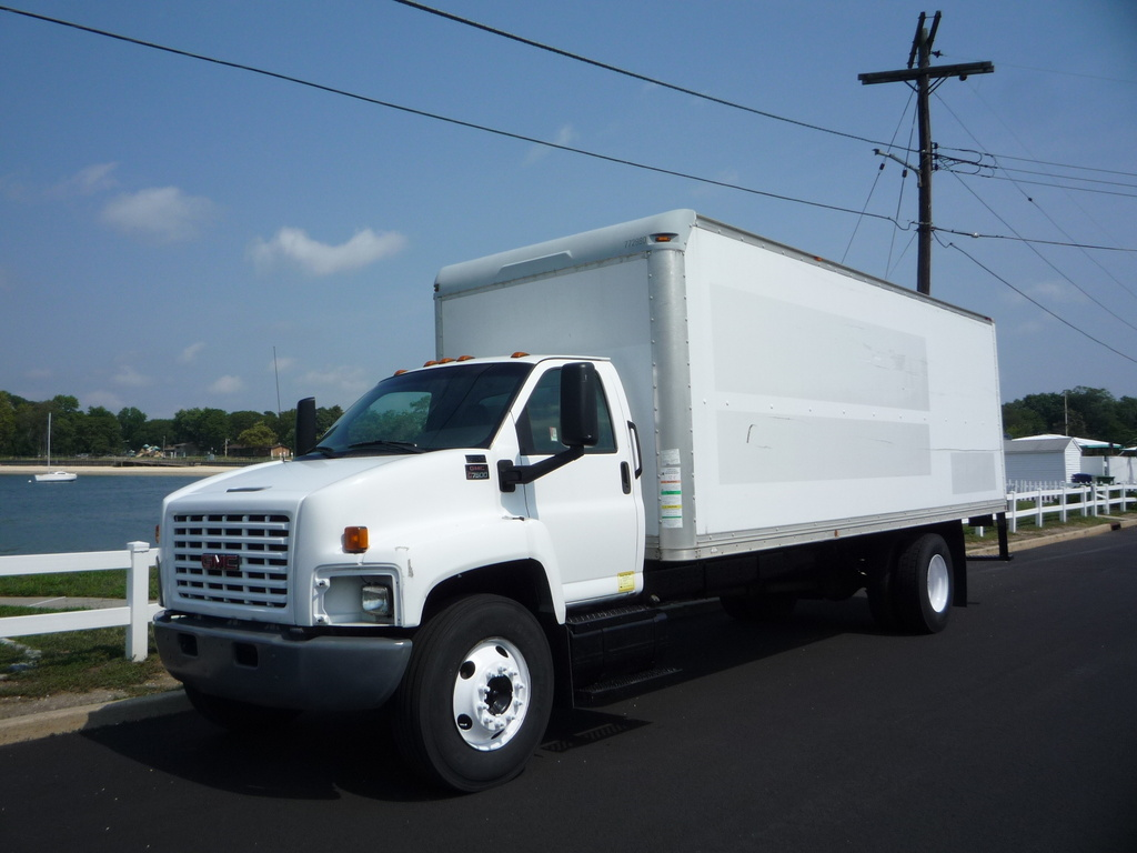 USED 2007 GMC C-7500 BOX VAN TRUCK #11205
