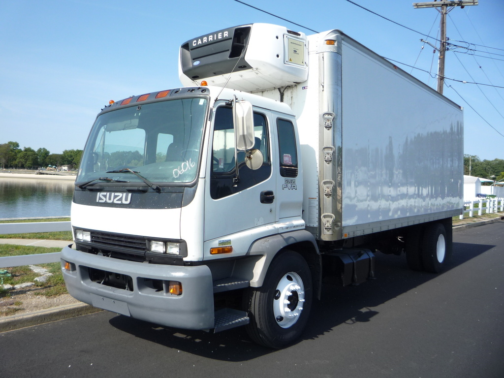 USED 2005 ISUZU FVR REEFER TRUCK #11221