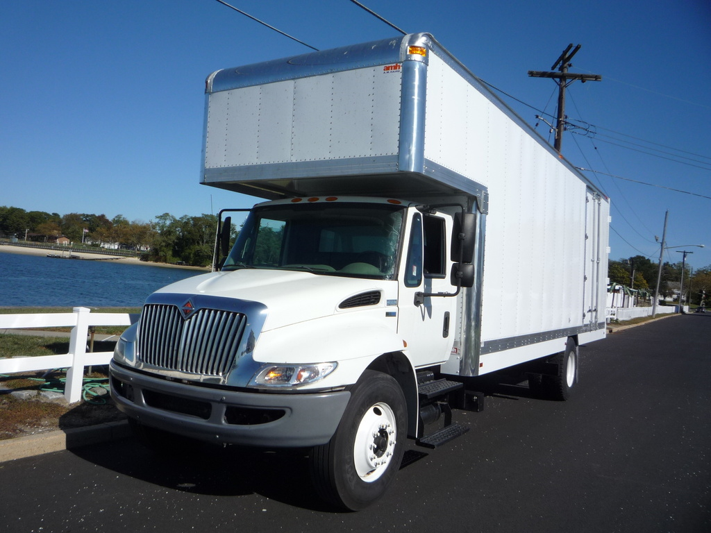 2012 INTERNATIONAL 4300 Moving Truck