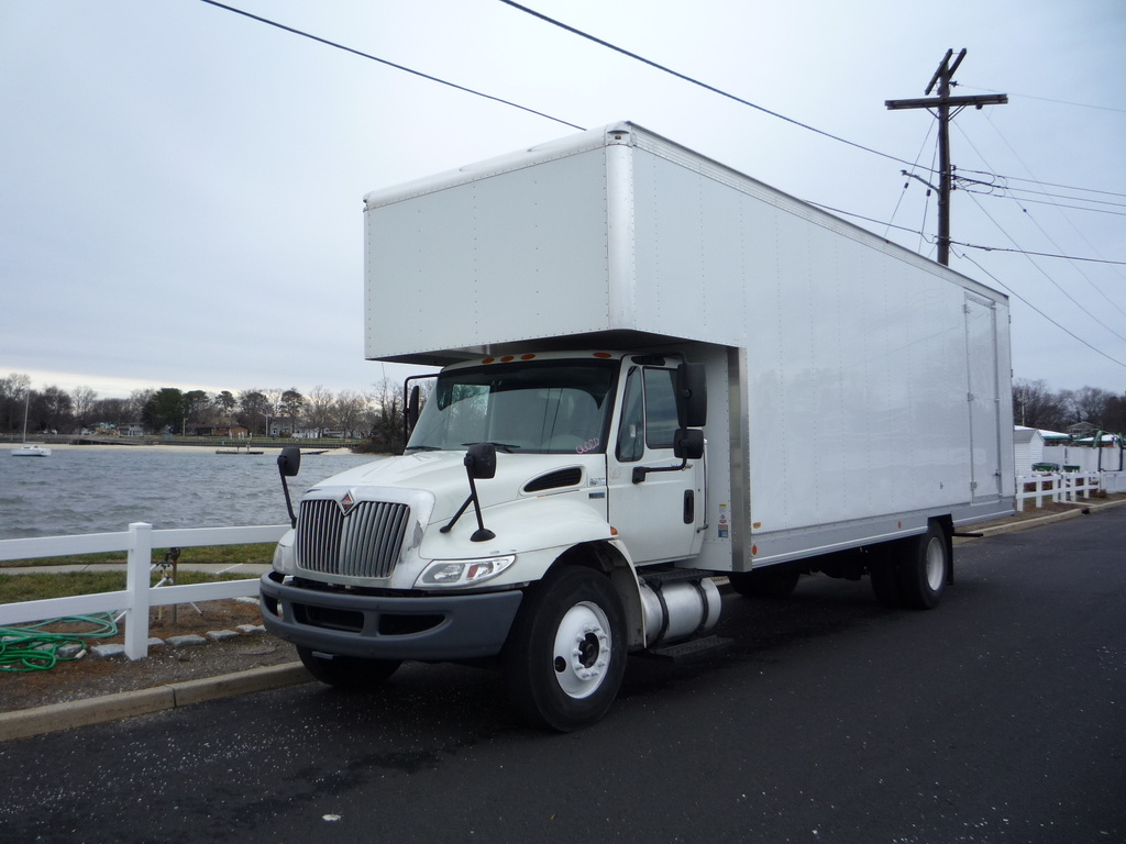 2013 INTERNATIONAL 4300 Moving Truck