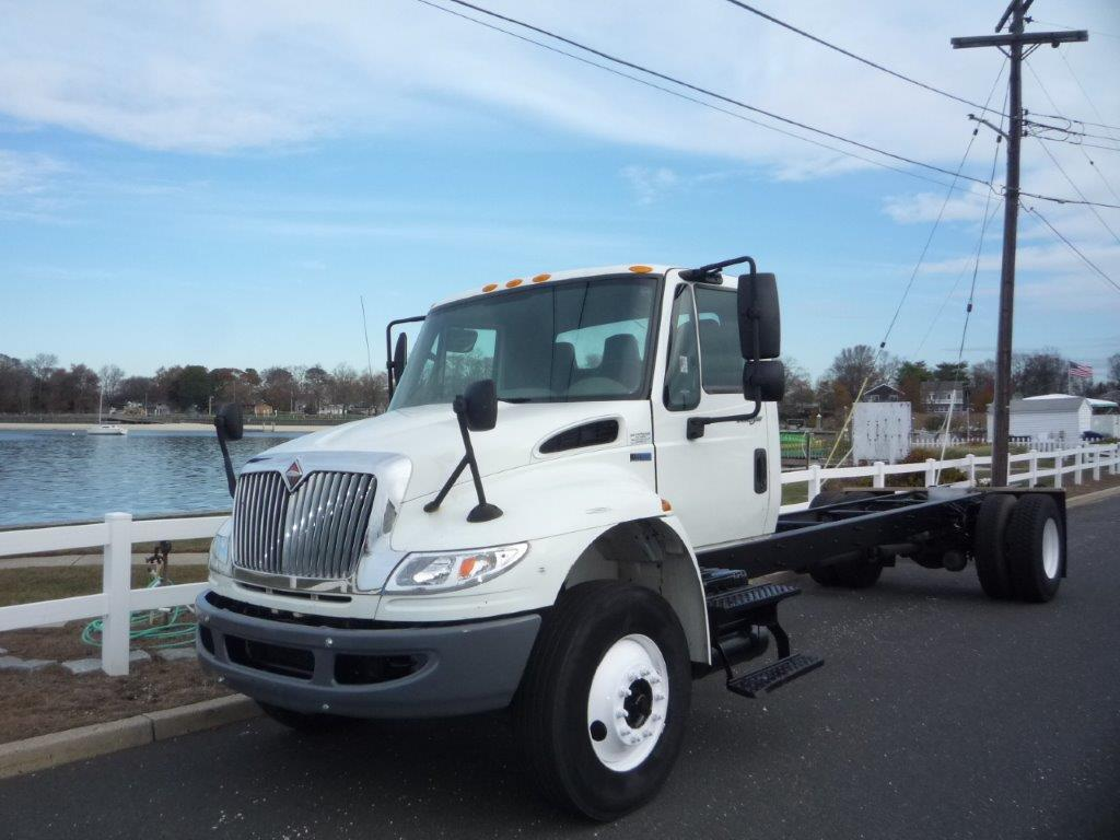 USED 2014 INTERNATIONAL 4300 CAB CHASSIS TRUCK #11732