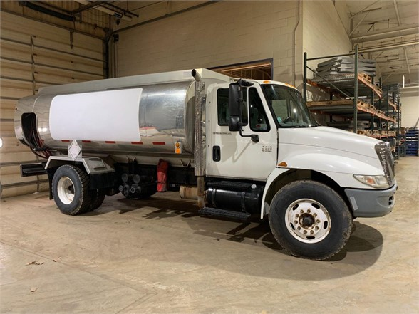 USED 2004 INTERNATIONAL 4400 FUEL-LUBE TRUCK #1140