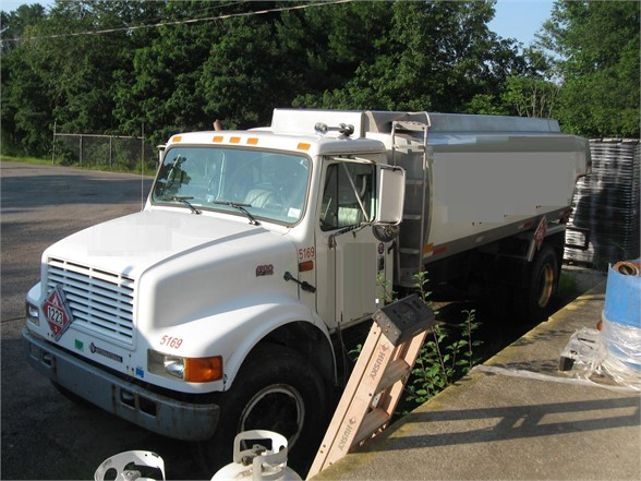 USED 1995 INTERNATIONAL 4900 FUEL-LUBE TRUCK #1141