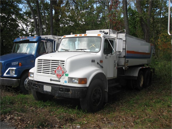 USED 2001 INTERNATIONAL 4900 FUEL-LUBE TRUCK #1142