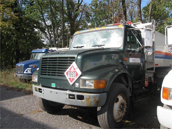 USED 2001 INTERNATIONAL 4900 FUEL-LUBE TRUCK #1143