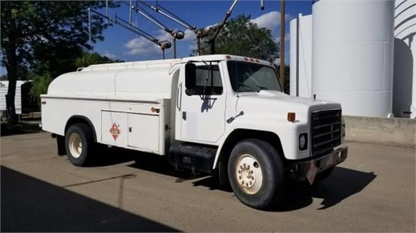 USED 1989 INTERNATIONAL 2200 FUEL-LUBE TRUCK #1214