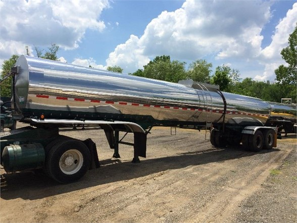 USED 1978 BRENNER 4,600 GAL/INCLUDES PUMP/READY FOR WORK SANITARY TANKER TRAILER #548