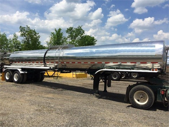 USED 1979 BRENNER 4,600 GAL/INCLUDES PUMP/READY FOR WORK SANITARY TANKER TRAILER #549