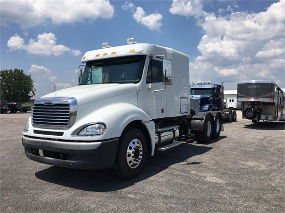 USED 2011 FREIGHTLINER COLUMBIA 120 SLEEPER TRUCK #1149