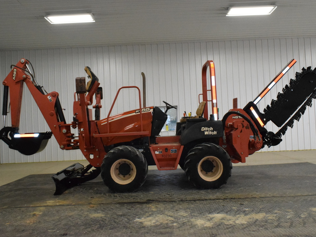 USED 2007 DITCH WITCH RT55 RIDE-ON TRENCHER - VIBRATORY PLOW EQUIPMENT #2713
