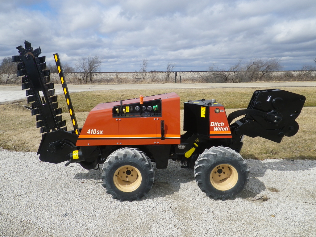 USED 2000 DITCH WITCH 410SX WALK-BESIDE TRENCHER - VIBRATORY PLOW EQUIPMENT #2799