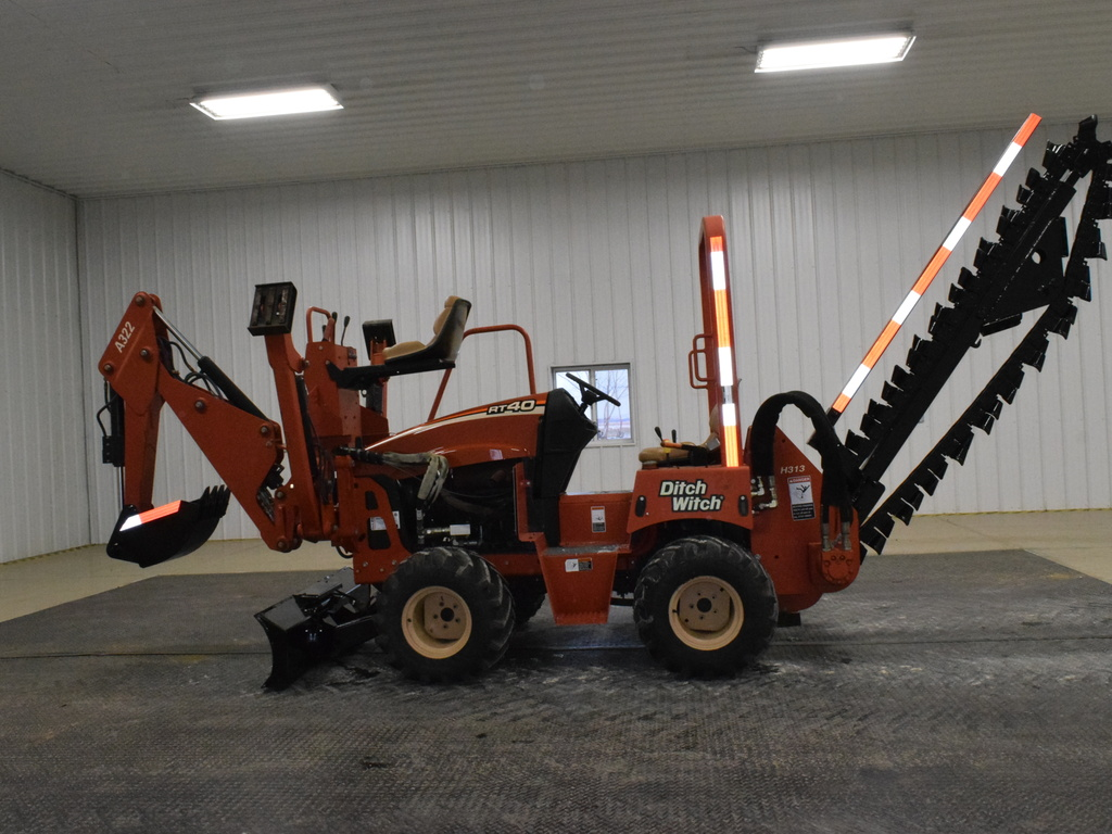 USED 2006 DITCH WITCH RT40 RIDE-ON TRENCHER - VIBRATORY PLOW EQUIPMENT #2808