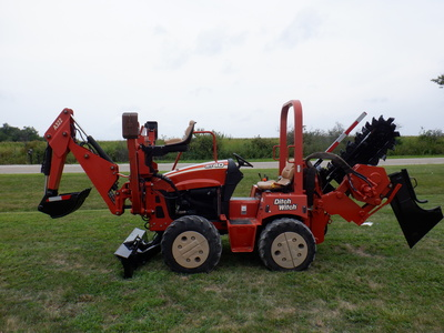 USED 2008 DITCH WITCH RT40 RIDE-ON TRENCHER - VIBRATORY PLOW EQUIPMENT #2981-1