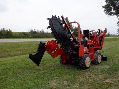 USED 2008 DITCH WITCH RT40 RIDE-ON TRENCHER - VIBRATORY PLOW EQUIPMENT #2981-6