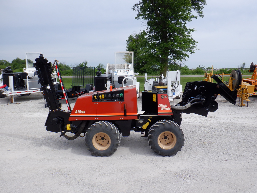 USED 1999 DITCH WITCH 410SX WALK-BESIDE TRENCHER - VIBRATORY PLOW EQUIPMENT #3242