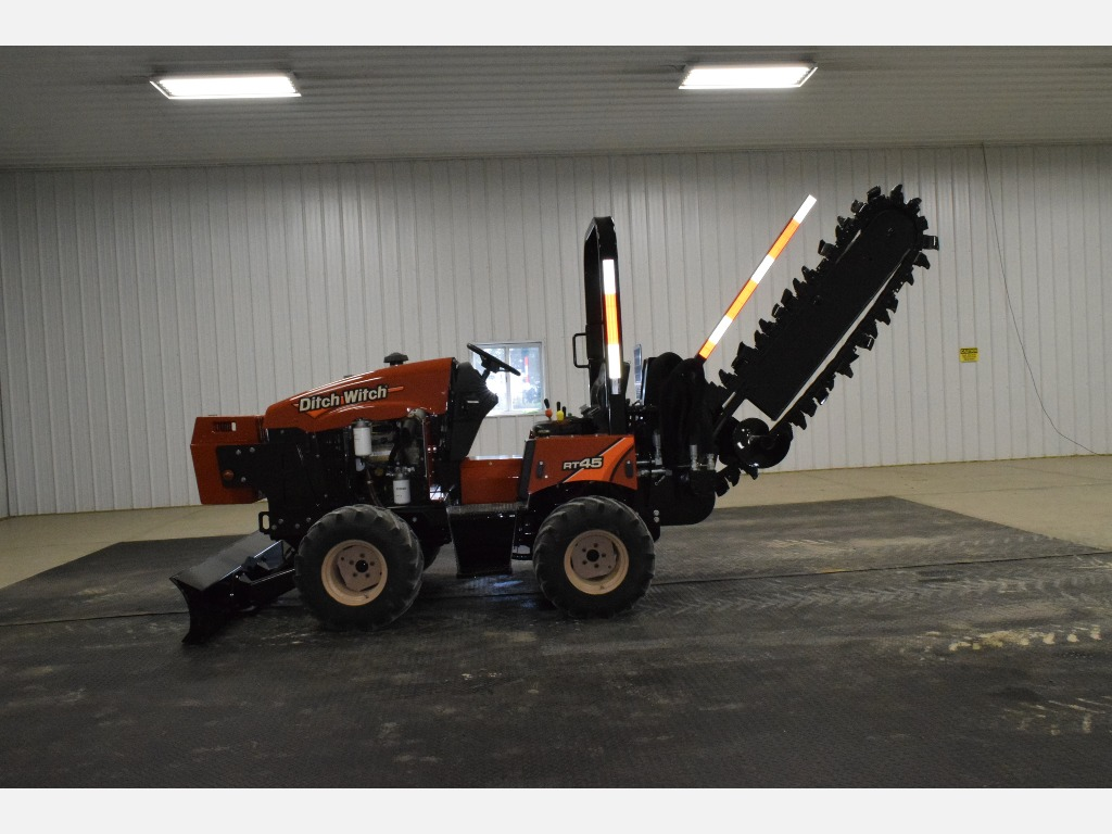 USED 2017 DITCH WITCH RT45 RIDE-ON TRENCHER EQUIPMENT #3293