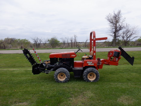 USED 2000 DITCH WITCH 3700 RIDE-ON TRENCHER - VIBRATORY PLOW EQUIPMENT #3468-1