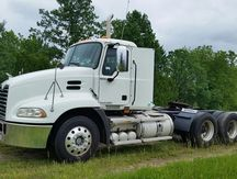 USED 2009 MACK PINNACLE CXU613 TANDEM AXLE DAYCAB TRUCK #1024-1