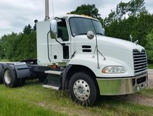 USED 2009 MACK PINNACLE CXU613 TANDEM AXLE DAYCAB TRUCK #1024-2