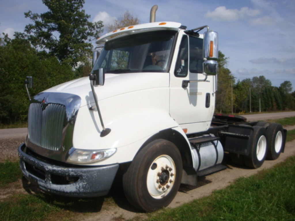 USED 2007 INTERNATIONAL 8600 TANDEM AXLE DAYCAB TRUCK #1932