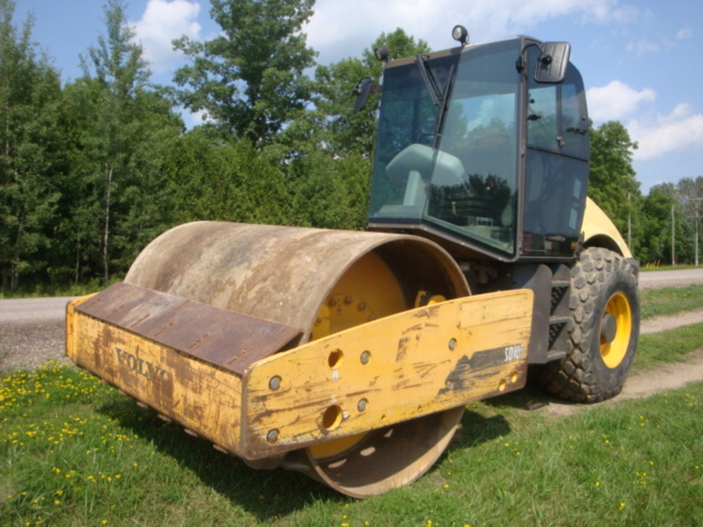 USED 2011 VOLVO SD100D DRUM / ROLLER COMPACTOR EQUIPMENT #2107