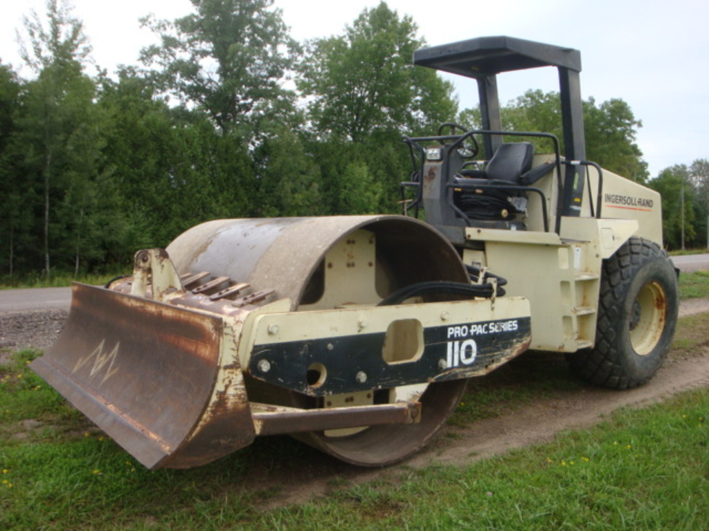 USED 1998 INGERSOL RAND SD 110D PRO PAC DRUM / ROLLER COMPACTOR EQUIPMENT #2120