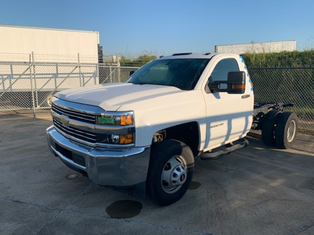 USED 2018 CHEVROLET 3500 CAB CHASSIS 2WD 1 TON PICKUP TRUCK #18006