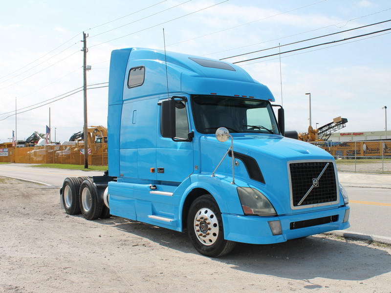 USED 2007 VOLVO VN670 TANDEM AXLE SLEEPER TRUCK #1952