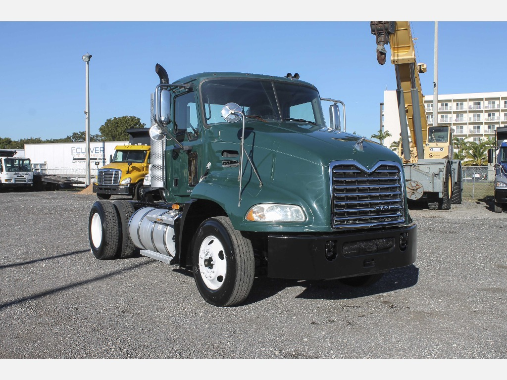 USED 2009 MACK CX612 SINGLE AXLE DAYCAB TRUCK #47045