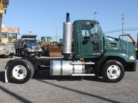 USED 2009 MACK CX612 SINGLE AXLE DAYCAB TRUCK #2241-2