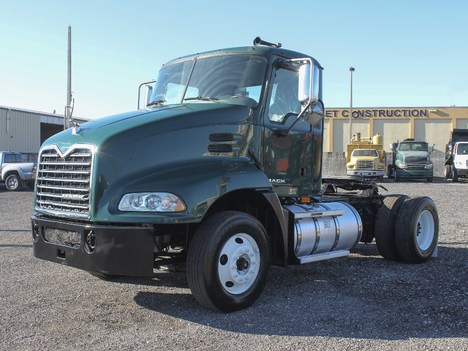USED 2009 MACK CX612 SINGLE AXLE DAYCAB TRUCK #2241-7