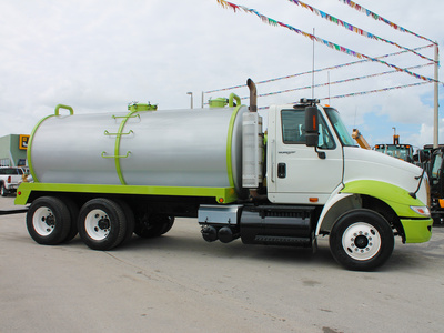 USED 2009 INTERNATIONAL 8600 SEPTIC TANK TRUCK #2533-4