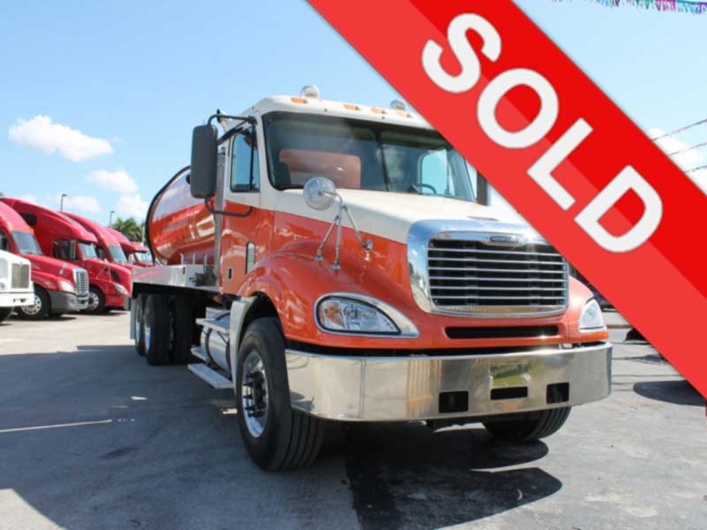 USED 2007 FREIGHTLINER COLUMBIA SEPTIC TANK TRUCK #2542